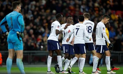 Tottenham có vé vào vòng năm Cup FA. Ảnh: Reuters.