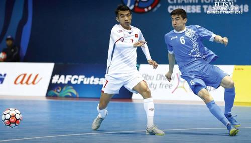 Việt Nam tạo ra thế trận ngang ngửa nhưng kém Uzbekistan về khả năng tận dụng cơ hội. Ảnh: AFC