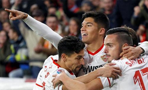 Sevilla sẽ gặp đội thắng trong cặp Valencia - Barca ở chung kết. Ảnh: Reuters