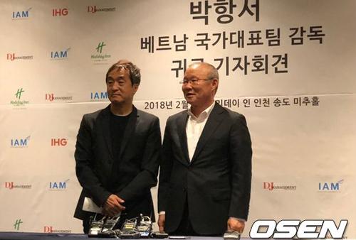 HLV Park Hang-seo đang trong chuyến về thăm Hàn Quốc. Ảnh: OSEN.