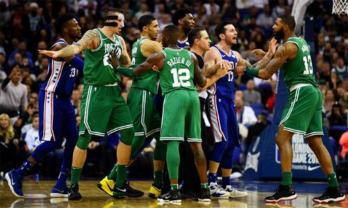 Những trận đấu bên ngoài biên giới Mỹ như trận NBA London 2018 giữa 76ers và Celtics (áo xanh lá cây) giúp các CLB kiếm thêm nhiều tiền. Ảnh: Evening Standard.