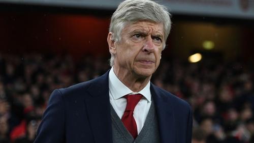 Wenger phản đối việc ngã vờ để đánh lừa trọng tài. Ảnh: Reuters.
