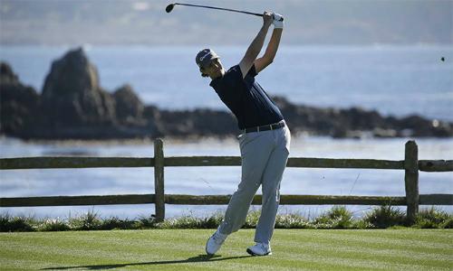 Beau Hossler bất ngờ vươn lên đỉnh bảng sau vòng mở màn. Ở tuổi 22, anh là tân binh của PGA Tour mùa này. Ảnh: Golfworld.