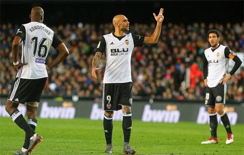 Valencia suýt có bàn mở tỷ số trong hiệp đầu.