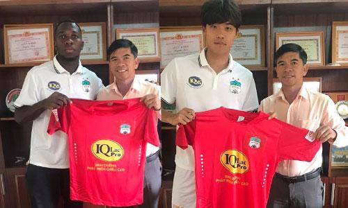 Rimaria và Kim Jin-seo ra mắt màu áo HAGL cùng GĐĐH Huỳnh Mau.