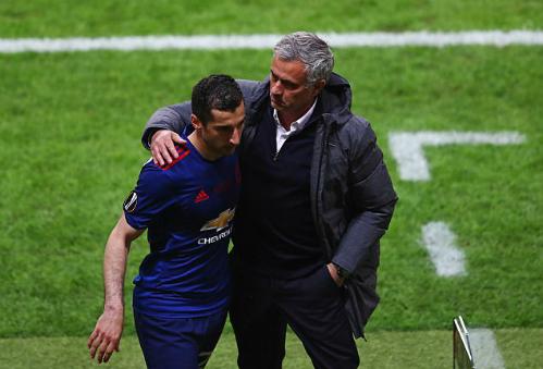Mkhitaryan với HLV Mourinho...