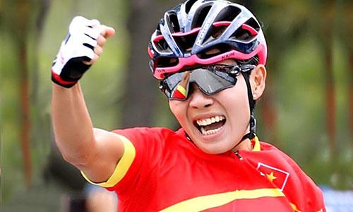 Sự tự tin và lòng quyết tâm đã giúp cua-rơ người An Giang mang vinh quanh về cho xe đạp nữ Việt Nam. Ảnh: Huỳnh Văn Thuận.