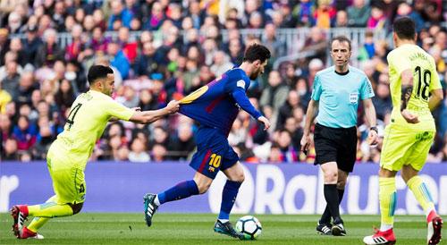 Getafe gây khó khăn cho Barca cả trong khâu tấn công lẫn phòng ngự.