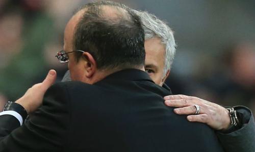 Mourinho chịu thua đồng nghiệp Benitez. Ảnh: AFP.
