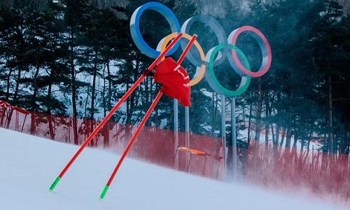 Những cơn gió lớn ởPyeongchang gây khó khăn cho những môn thể thao ngoài trời tại Olympic mùa đông 2018. Ảnh: AFP.