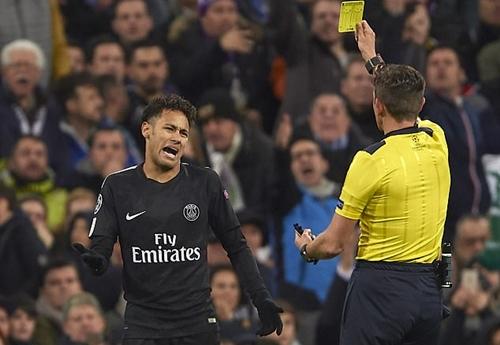 Michael Owen: 'Neymar đáng bị truất quyền thi đấu'