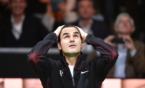 Agassi ngả mũ dù bị Federer xô đổ kỷ lục