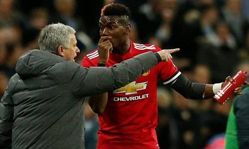 Mourinho nổi giận vì màn trình diễn trên sân của Pogba. Ảnh: Reuters.