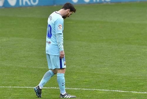 Messi chưa tìm lại được cảm giác ghi bàn trong tháng 2/2018. Ảnh: Reuters