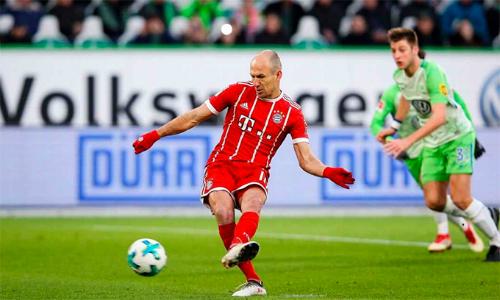 Robben trong pha đá hỏng phạt đền. Ảnh: AFP.
