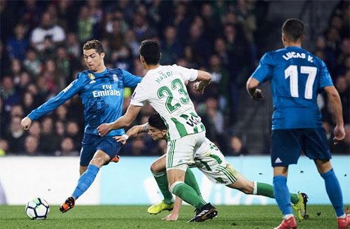 Ronaldo ghi bàn thứ sáu trong vòng một tuần, Real đại thắng Betis