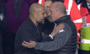 Guardiola xô đẩy HLV Wigan trong đường hầm