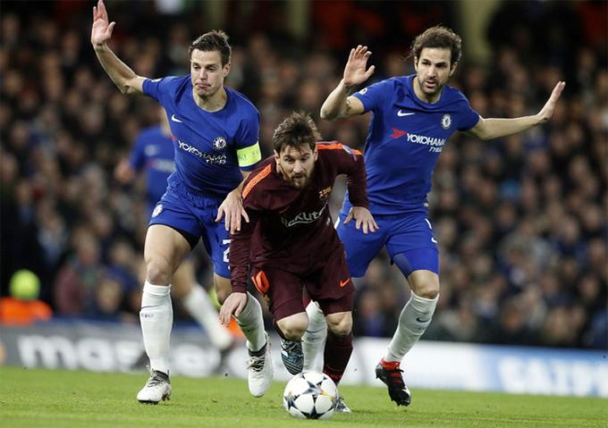Messi, Fabregas vui vẻ ôn chuyện sau đại chiến Chelsea - Barca