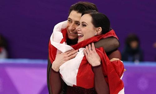 Tessa Virtue và Scott Moir gây sốt vì bài biểu diễn hoàn hảo. Ảnh: Reuters.