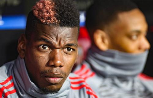Pogba trên ghế dự bị ở trận gặp Sevilla. Ảnh:Action Plus.