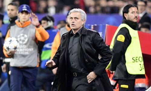 Mourinho hài lòng với kết quả hòa trên sân Sevilla. Ảnh: Marca.