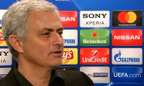 Mourinho ôm phóng viên khi được hỏi về cầu thủ trẻ thay vì Pogba