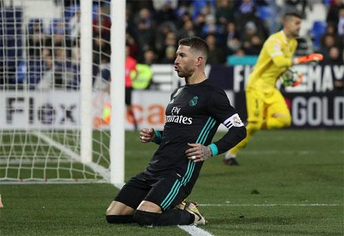 Ramos ấn định tỷ số từ chấm phạt đền cho Real. Ảnh: Reuters