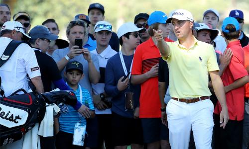 Golfer hay nhất PGA Tour 2017 khó chịu với sự náo nhiệt quá mức tại các hố có sự góp mặt của Tiger Woods.