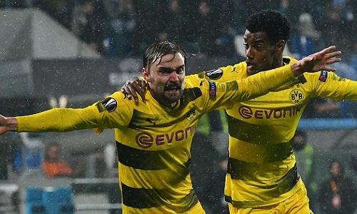Cơn mưa tầm tã tại Italy vô tình giúp Dortmund có bàn gỡ hòa qua đó giành vé đi tiếp. Ảnh: AFP.