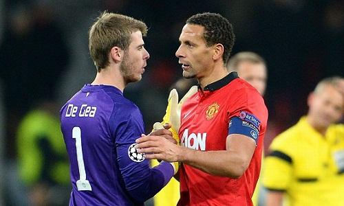 Ferdinand và De Gea khi còn sát cánh tại Man Utd. Ảnh:Reuters.