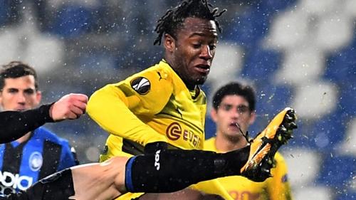 Batshuayi đang làm người hâm mộ Dortmund quên đi Aubameyang. Ảnh: Reuters.