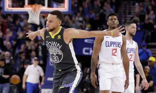 Stephen Curry đạt hiệu suất trên 70% cả ở ném ba và ném bóng sống, giúp Warriors có chiến thắng thứ 45.Ảnh: USA Today.