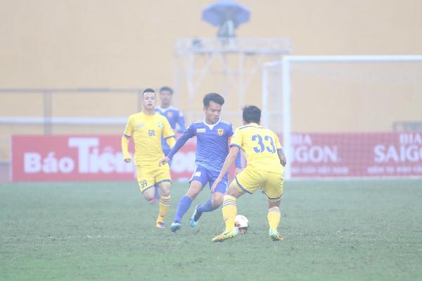 Quảng Nam 1-0 SLNA (hiệp hai): Trung vệ Thiago mở điểm