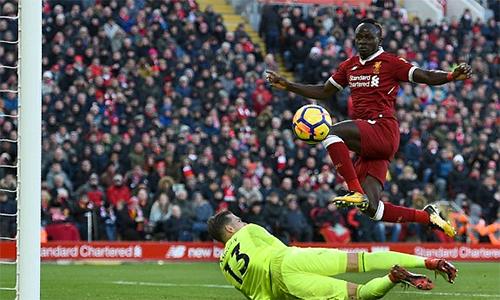 Liverpool vượt mốc ghi 100 bàn mùa này, qua mặt Man Utd lên nhì bảng