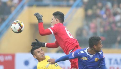 Quảng Nam 1-0 SLNA (hiệp một): Trung vệ Thiago mở điểm