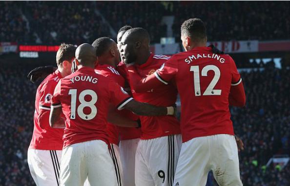 Lukaku chia vui cùng đồng đội. Ảnh:AFP.