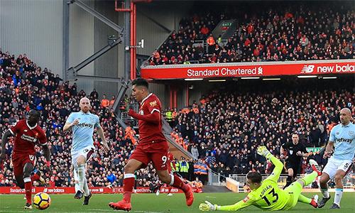 Firmino lừa qua cả thủ môn West Ham để ghi bàn sớm định đoạt kết cục trận đấu.