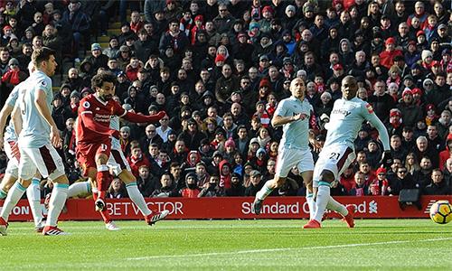 Salah trong tình huống hỏng ăn đầu trận. Ảnh: LFC.