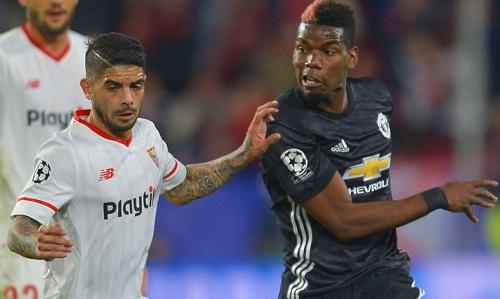 Vị trí của Pogba đang là vấn đề nhức nhối với Mourinho. Ảnh: Reuters.