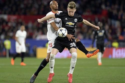 McTominay khiến Mourinho hài lòng về khả năng hỗ trợ phòng ngự. Ảnh: Reuters.