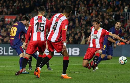 Hàng công Barca thi đấu bùng nổ. Ảnh: Reuters