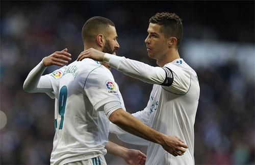 Ronaldo nhường phạt đền cho Benzema, bỏ qua cơ hội lập hat-trick