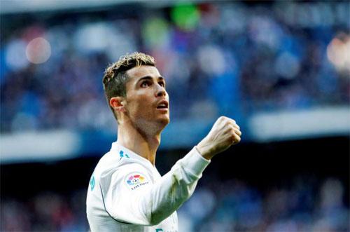 Ronaldo ghi 300 bàn tại La Liga nhanh hơn nhiều so với Messi