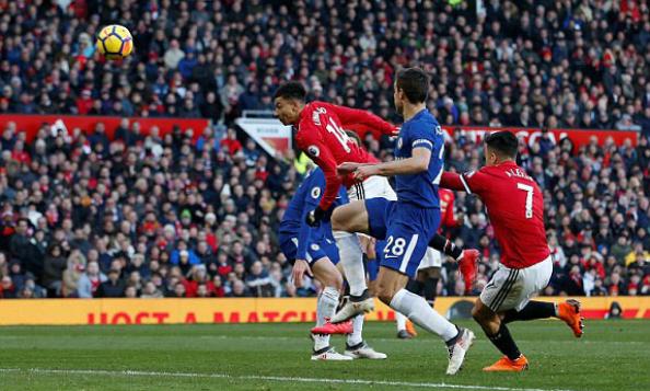 Chelsea thắng lượt đi nhờ cú đánh đầu của Morata và Lingard giúp Man Utd trả món nợ cũng từ một pha không chiến. Ảnh:AFP.