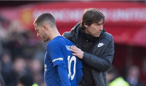 Hazard thể hiện sự không hài lòng khi bị HLV Conte thay ra. Ảnh:BPI.