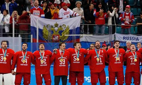 Các VĐV Nga giành HC vàng môn khúc côn cầu trên băng dành cho nam ở Olympic 2018. Ảnh: Reuters.