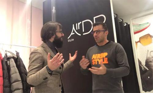 Del Piero sở hữu thương hiệu thời trang kính và quần áo.