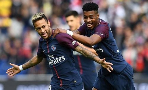 Chấn thương của Neymar chiếm trọn sự quan tâm của báo chí Pháp. Ảnh: Franck Fife.