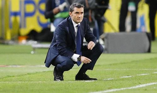 Valverde không hiểu nổi quyết định của trọng tài Lahoz. Ảnh: Marca.