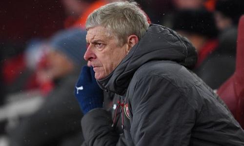 Wenger bất lực trên ghế chỉ đạo trong trận thua 0-3 trước Man City. Ảnh:Stuart MacFarlane.